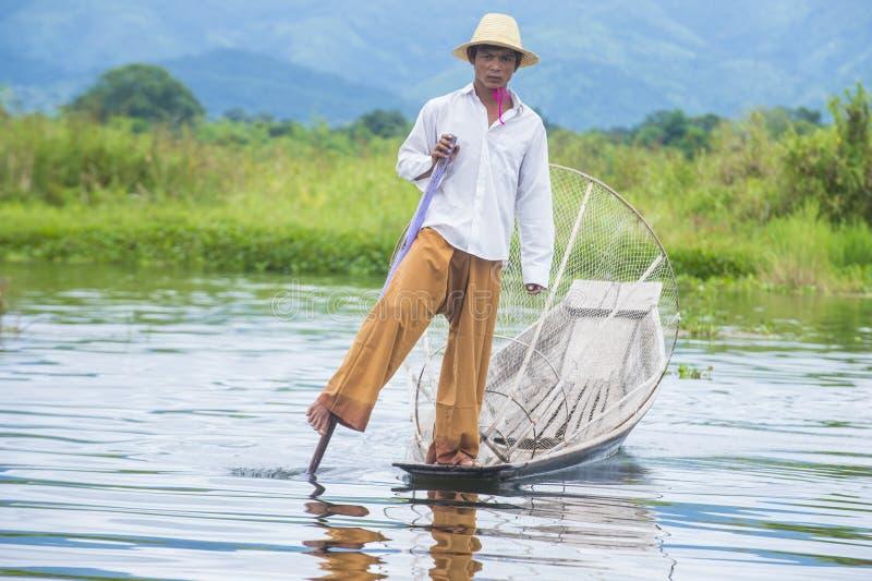 Birmański rybak przy inle jeziorem fotografia royalty free