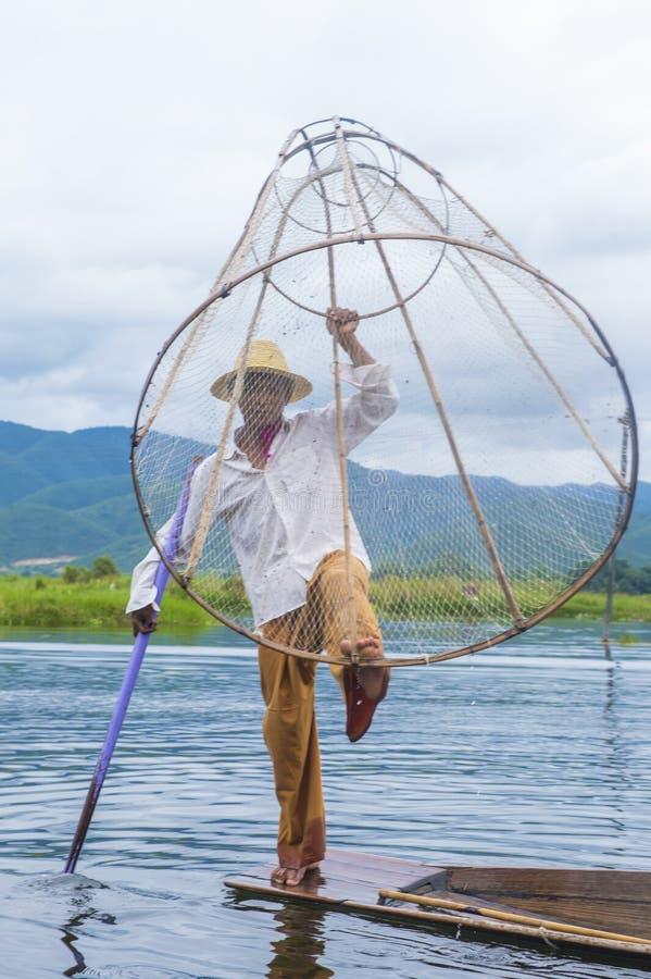 Birmański rybak przy inle jeziorem obrazy royalty free