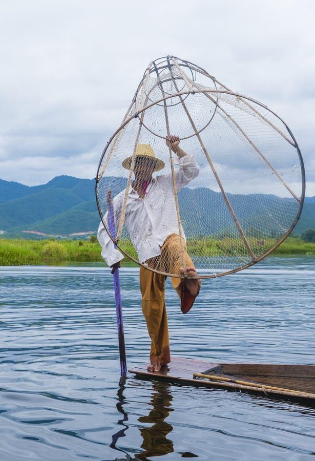 Birmański rybak przy inle jeziorem obraz stock