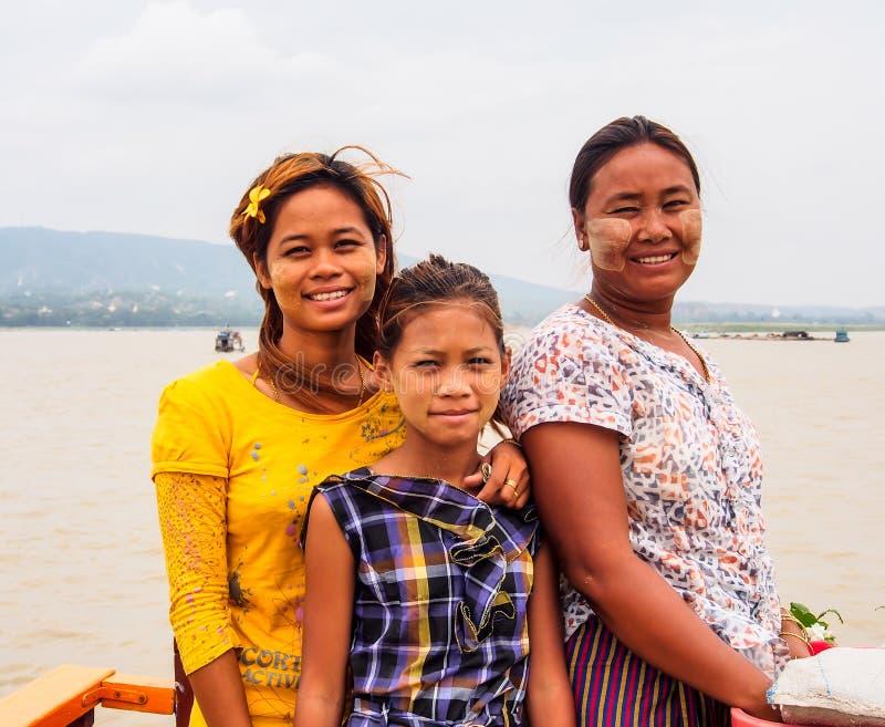 Birmaanse familie, Mandalay, Myanmar stock foto