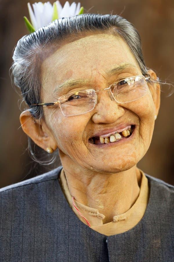 Birmaanse hogere vrouw stock fotografie