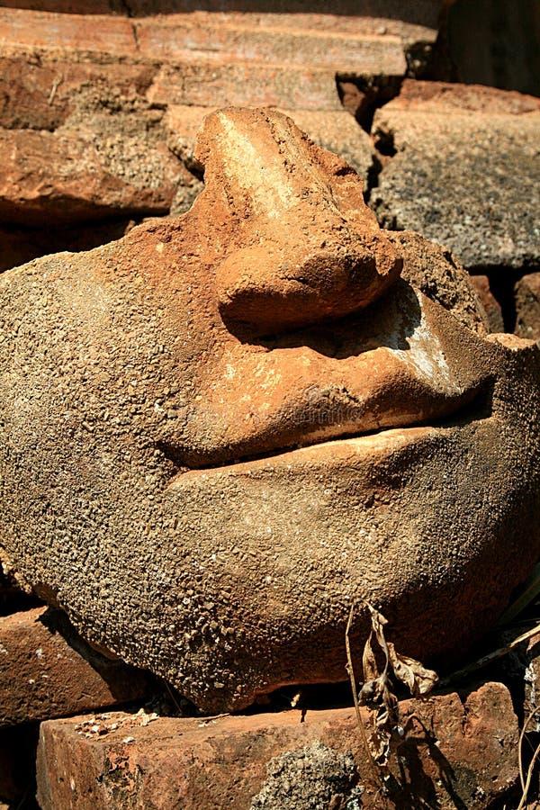 Birmaanse ruïne bas-hulp stock afbeeldingen