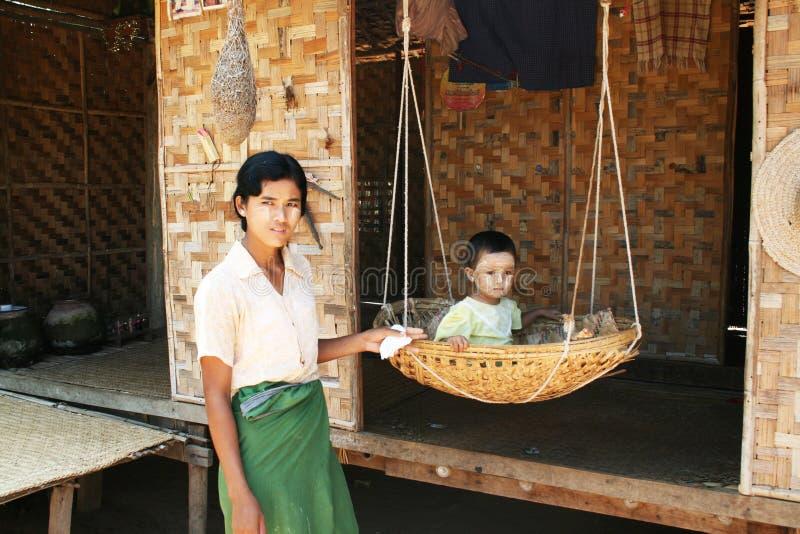 Birmanische Familie stockfoto