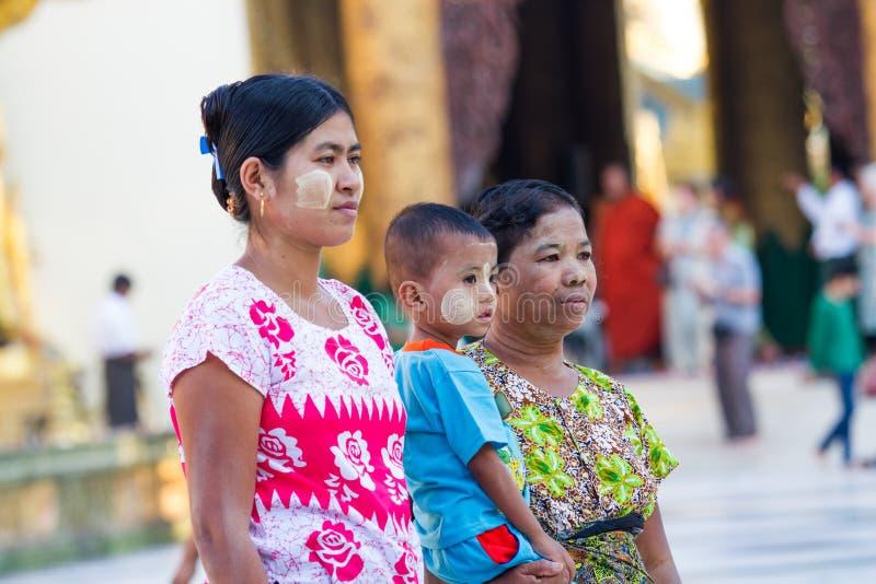 Birmanische Familie stockfotos