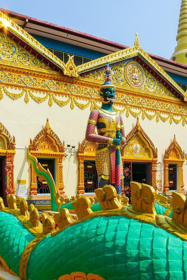 Birmanische Wächtergottheitsskulptur nannte Yaksha im buddhistischen templ stockfotografie