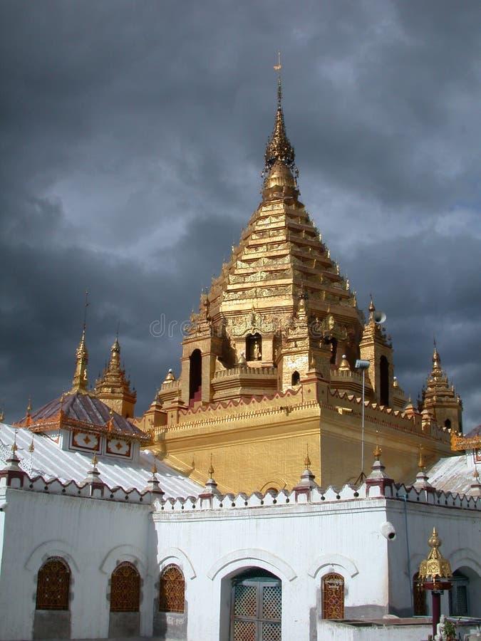 Download Birmanischer Tempel stockbild. Bild von golden, hingabe - 40689