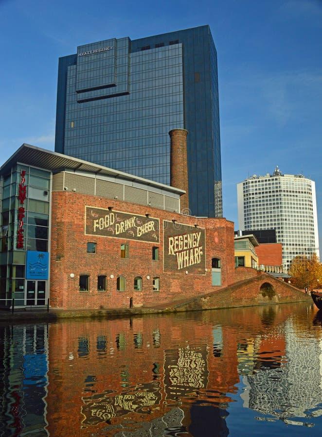 Birmingham - architetcure velho e novo do cais da regência fotografia de stock royalty free