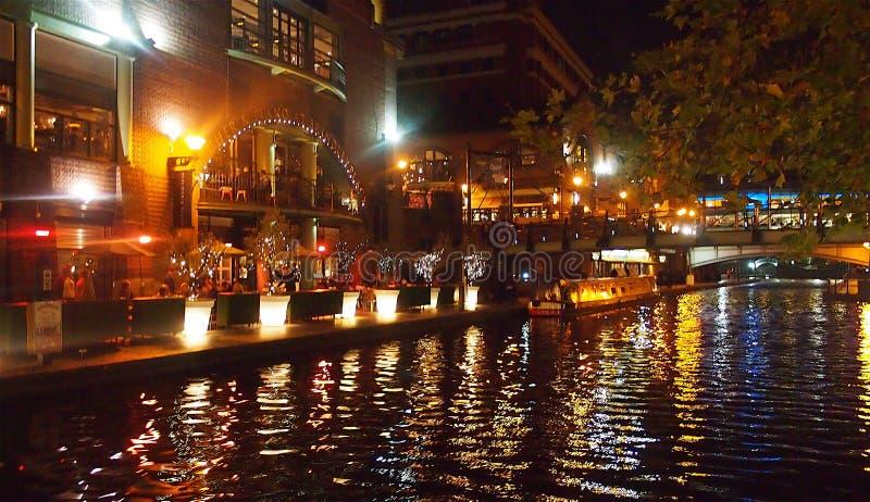 Birmingham bij nacht, Engeland stock foto