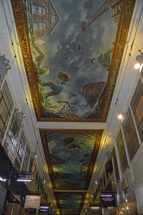 Birmingham - de muurschilderingplafonds van de picadilly arcade stock fotografie