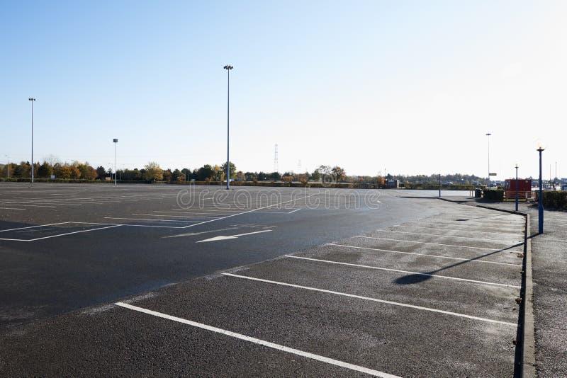 Birmingham, het UK - 6 November 2016: Brede Hoekmening van Leeg Parkeerterrein stock fotografie