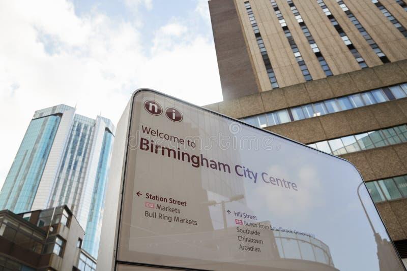 Birmingham, het UK - 6 November 2016: Informatieteken in de Stadscentrum van Birmingham stock afbeeldingen