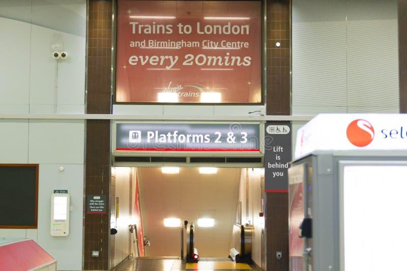 Birmingham Regno Unito - 03 03 19: Stazione ferroviaria internazionale di Birmingham sotto l'aeroporto immagini stock libere da diritti