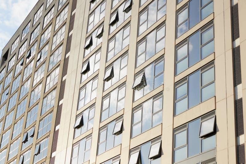 Birmingham, Reino Unido - 6 de noviembre de 2016: Exterior de los edificios de oficinas en centro de ciudad de Birmingham imagenes de archivo