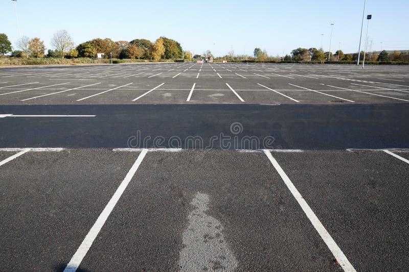 Birmingham, UK - 6 2016 Listopad: Szeroki kąta widok Pusty parking samochodowy zdjęcie stock