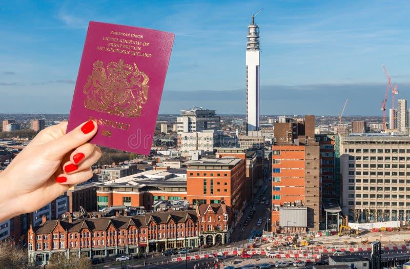 Birmingham, West Midlands, orizzonte BRITANNICO con il composto BRITANNICO del passaporto su priorità alta immagine stock libera da diritti