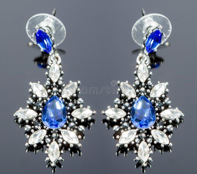 Birnen-Diamant-Ohrringe Blaue Edelsteine lizenzfreies stockbild