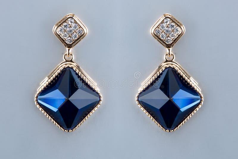 Birnen-Diamant-Ohrringe Blaue Edelsteine lizenzfreies stockfoto