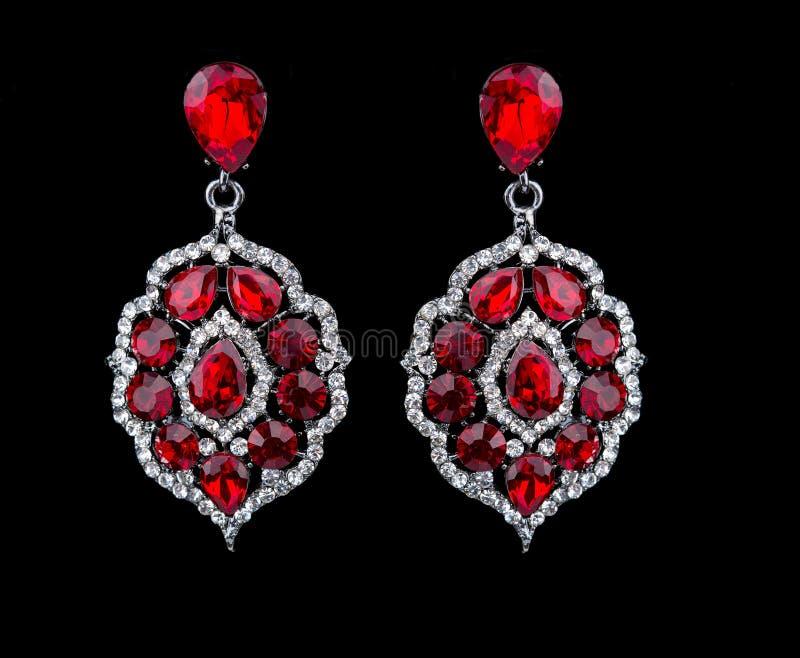 Birnen-Diamant-Ohrringe Rote Edelsteine lizenzfreie stockfotos