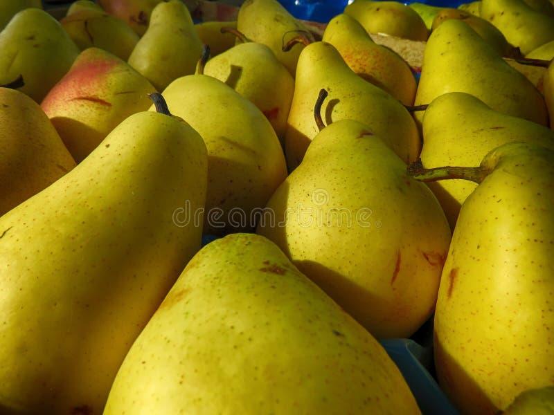 Birnen im Markt lizenzfreies stockfoto