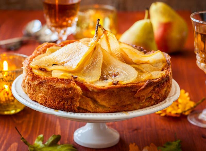 Birnenkuchen für Feiertag lizenzfreies stockbild