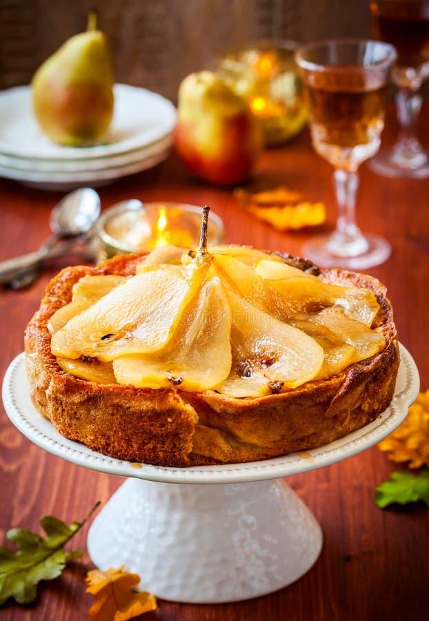 Birnenkuchen für Feiertag lizenzfreie stockfotos