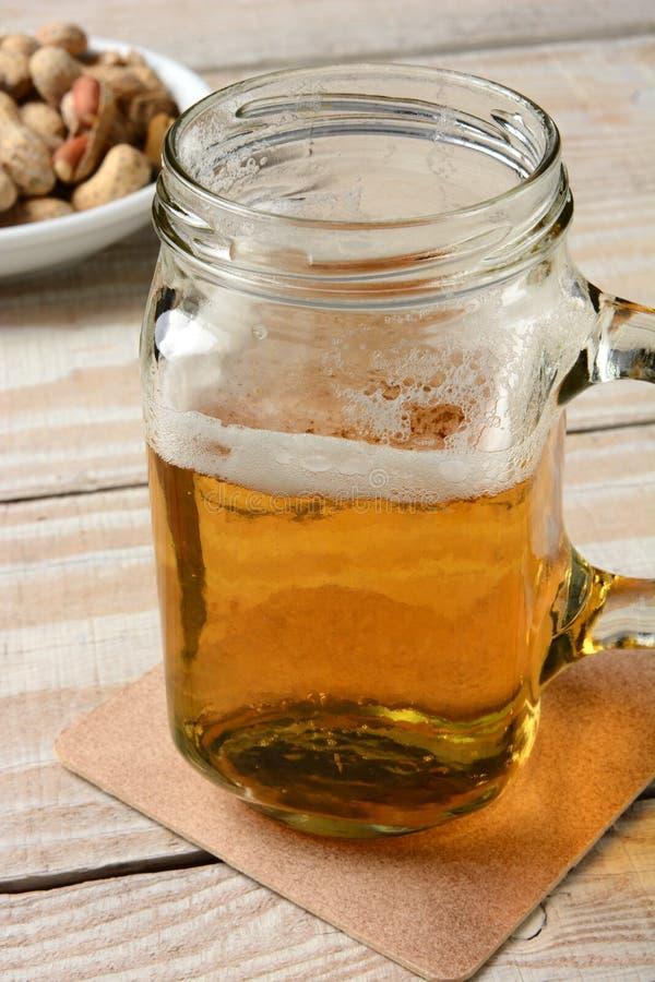 Birra in barattolo della maniglia immagini stock