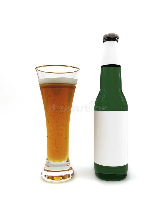Birra in vetro e bottiglia di birra con l'etichetta in bianco fotografia stock libera da diritti