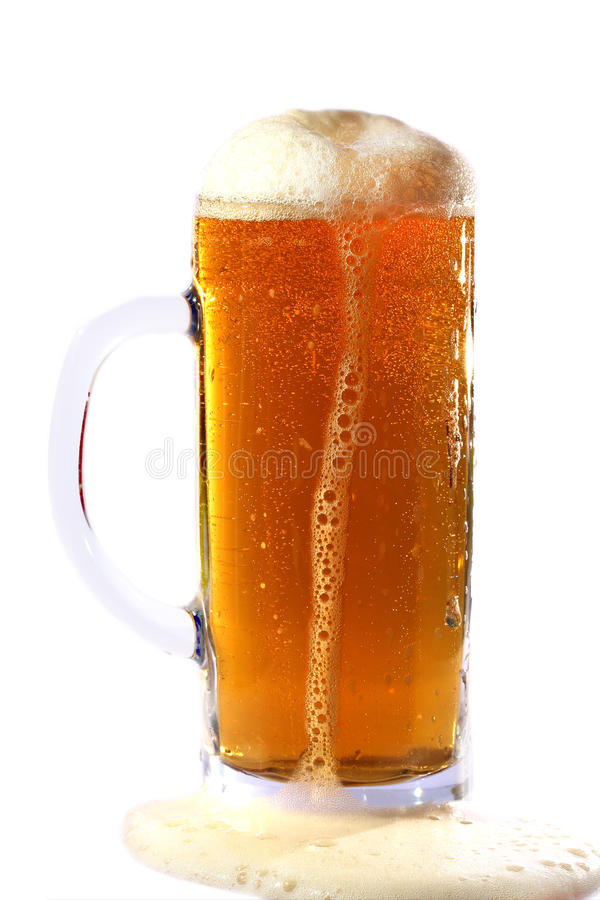 Birra con gomma piuma immagini stock