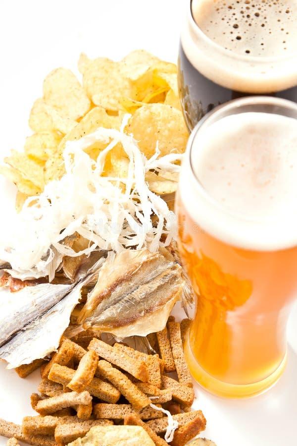 Birra con lo spuntino immagine stock libera da diritti
