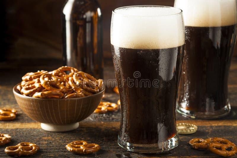 Birra corpulenta scura di rinfresco fotografie stock libere da diritti