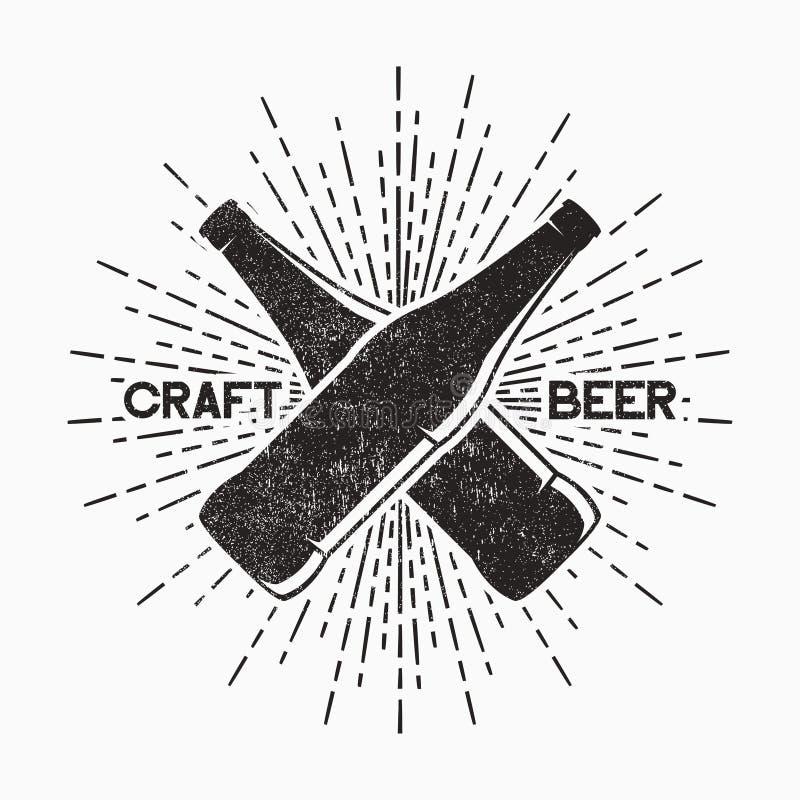 Birra del mestiere - logo d'annata di lerciume Emblema per il pub, barra con la bottiglia e retro manifesto di tipografia dello s royalty illustrazione gratis