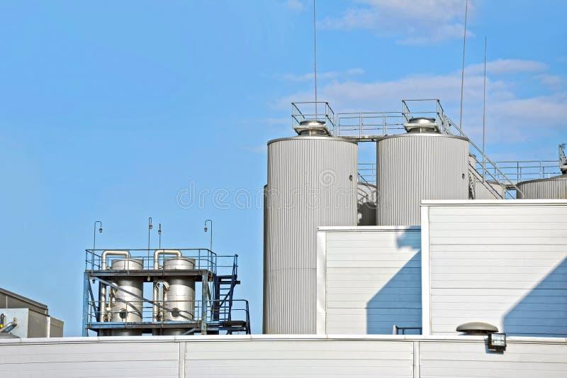 Birra della fabbrica di birra che elabora il silos immagini stock libere da diritti