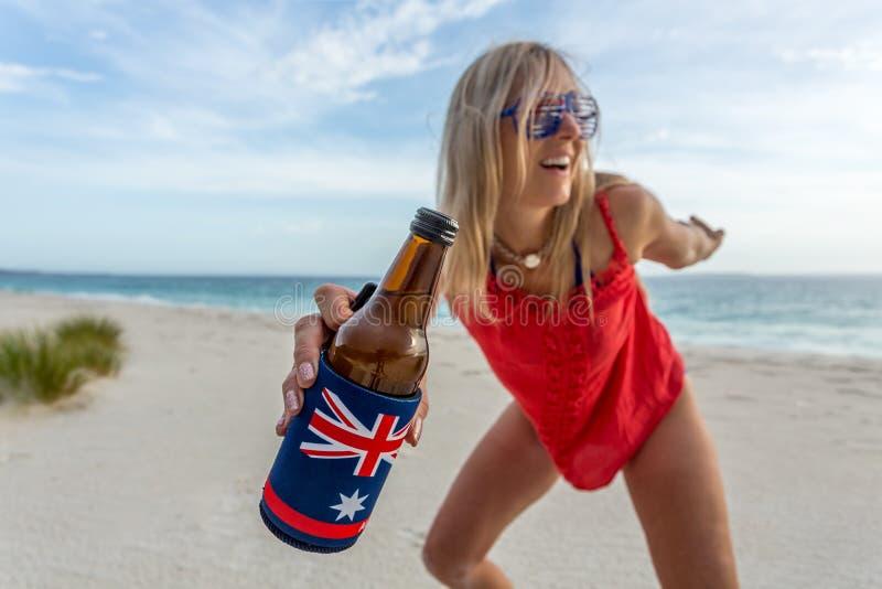 Birra della spiaggia e partito del barbecue immagine stock