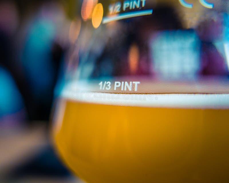 Birra di microbirrificio fotografie stock libere da diritti
