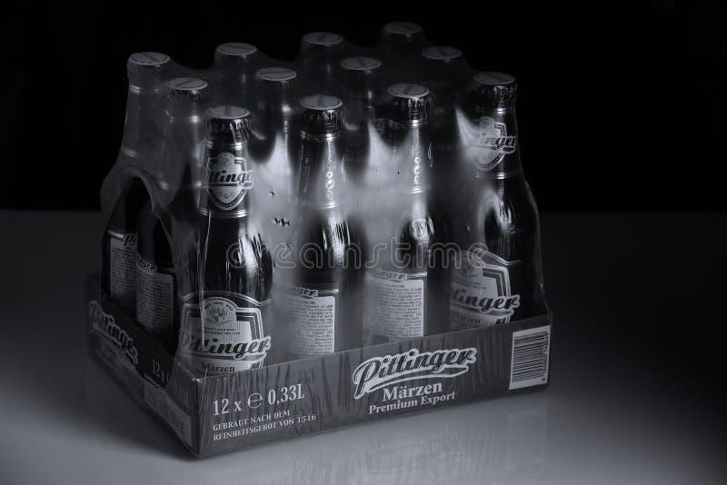 Birra di Pittinger Marzen, fondo nero fotografia stock