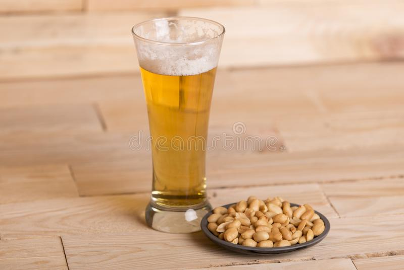 Birra ed arachidi immagine stock libera da diritti