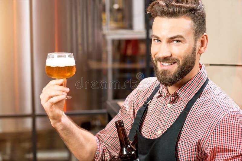 Birra expertising del fabbricante di birra immagini stock libere da diritti