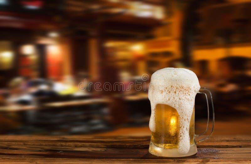 Birra leggera fredda fotografia stock libera da diritti