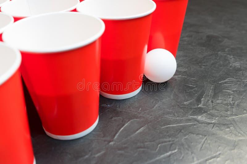 Download Birra Pong Gioco Popolare Ai Partiti Posto Per Il Vostro Testo Immagine Stock - Immagine di sfera, birra: 117979655