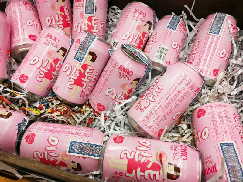 Birra rosa inscatolata fotografia stock libera da diritti