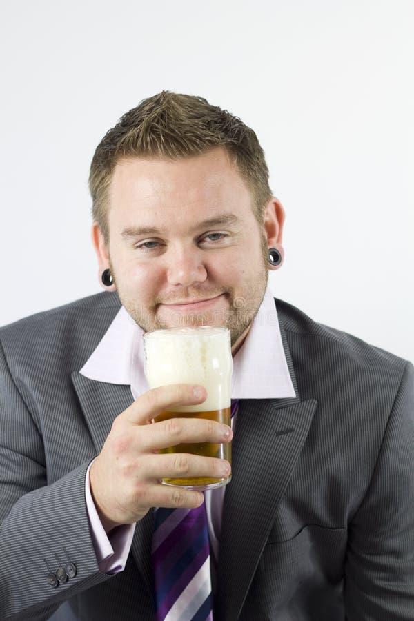 Birra schiumosa felice fotografia stock libera da diritti