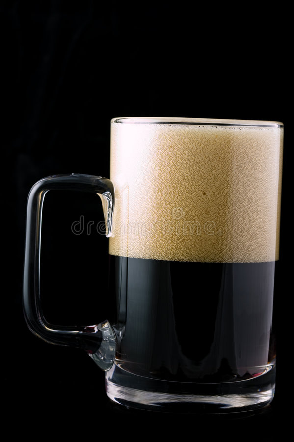 Download Birra scura fotografia stock. Immagine di freddo, irlandese - 7320564