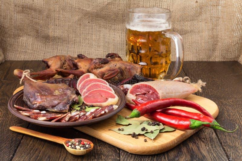 Birra secca della carne messa con peperone immagini stock