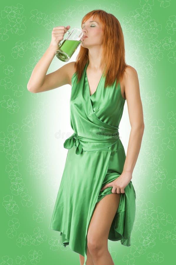 Birra verde della bevanda immagine stock