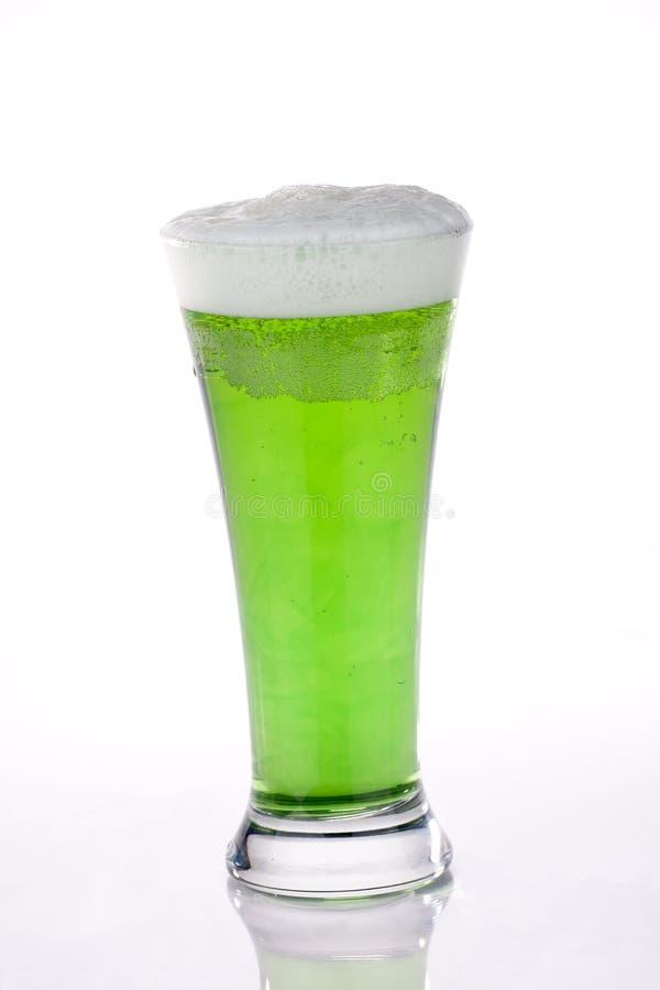 Birra verde per il giorno della st Patrick immagine stock