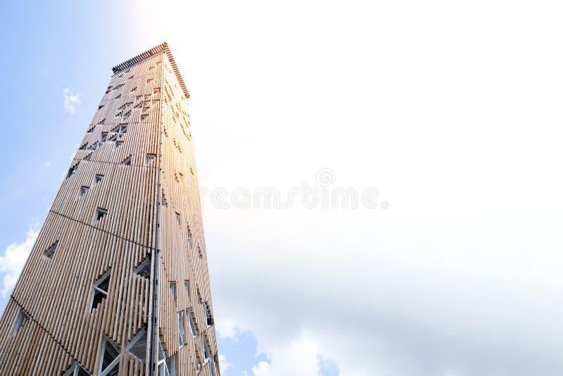 Birstonas Litauen - Juli 2019: Begreppet av ett torn av Babel Babylon, watchtoweren, vakttornet och starka håller Begrepp av royaltyfri fotografi