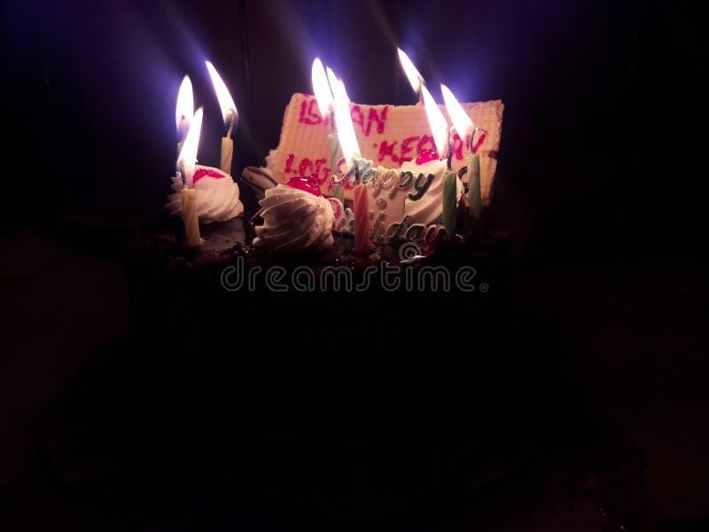 Birthday& x27; s speciale verlichtingsspruit met mobiel royalty-vrije stock foto