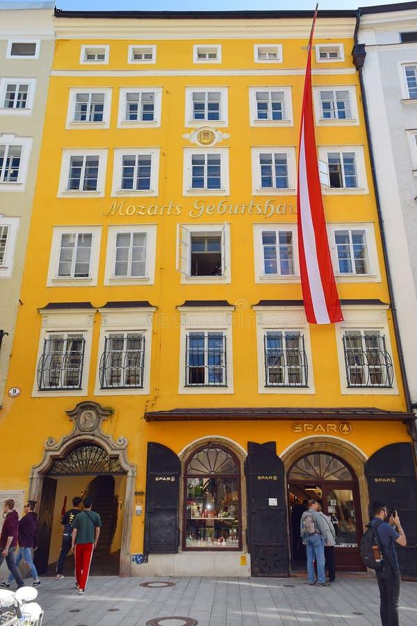 Birthplace house by Wofgang Mozart at Getreidegasse 9, Salzburg stock photography