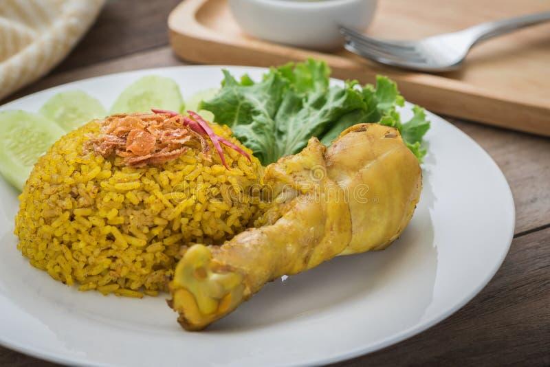 Biryani ou arroz da galinha com galinha surrada fotografia de stock
