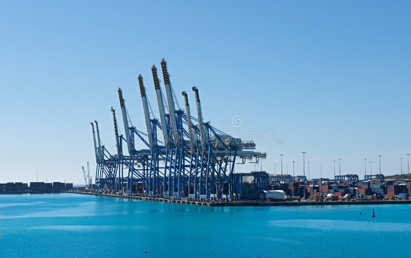 BIRZEBUGGA, Malta-kann 2: Frachthafen in Birzebugga, Malta, Panoramablick des frühen Morgens des Frachthafens am 2. Mai 2015, ind stockbilder